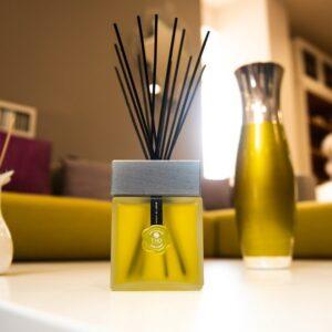 Namų kvapas THD Cube Collection Cuoio e Cedro 200ml (odos ir kedro kvapo)